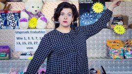 Nora Gomringer, schweizerisch-deutsche Lyrikerin, Rezitatorin und Gewinnerin des Ingeborg-Bachmann-Preises 2015, fotografiert auf der Herbstmesse in Basel, Messeplatz, am 08.11.2015 / Foto: Lucian Hunziker